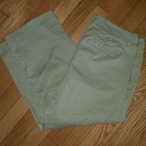 Ashley Judd khaki capri pants